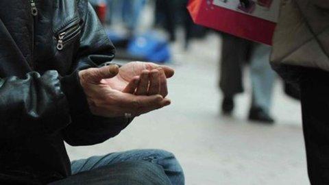 Ue: in Italia almeno in 18 milioni a rischio povertà. Peggio di noi fa nell'area euro solo la Grecia