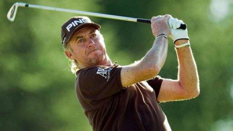 Golf. Jimenez in testa all'Open Championship, Woods a un colpo di distanza