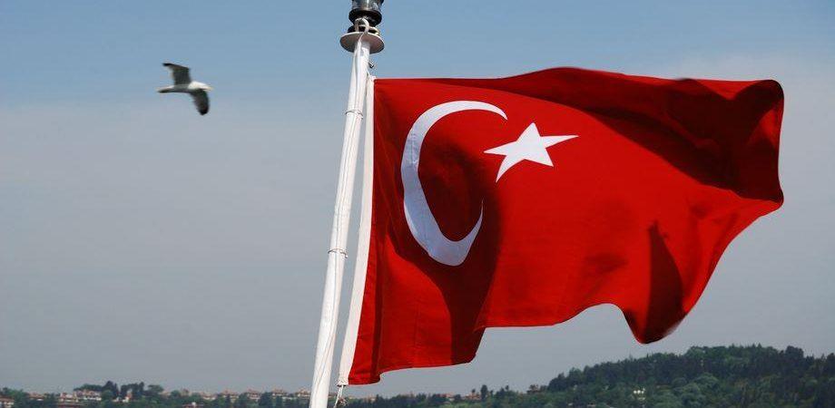Lira turca a picco (-12%): allarme Bce su esposizione banche Ue