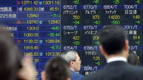 Asia: i mercati cedono ancora ma mantengono un guadagno settimanale