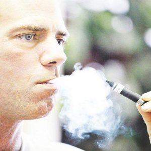 Cdm: no a sigarette nei cortili delle scuole e in auto con minori