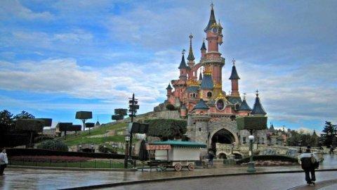 Euro Disney, meno visitatori per colpa di crisi e meteo