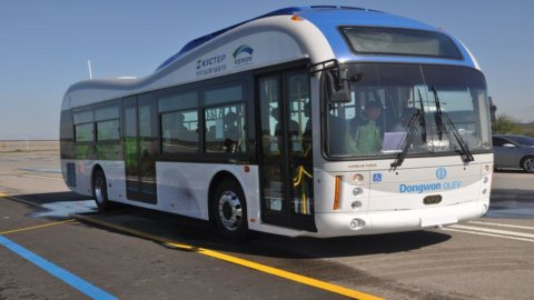 Pagheremo il biglietto del tram e dell'autobus con il cellulare: dopo Bergamo il caso di Roma