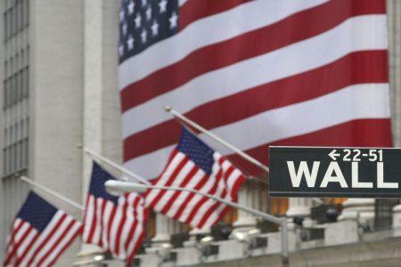 Wall Street vola con le banche, Milano con il lusso: spread sotto 300