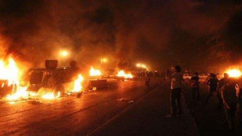 Egitto: slitta lo sgombero, i sostenitori di Morsi restano in piazza