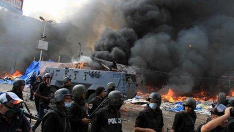 Egitto, è caos totale: oltre 700 i morti