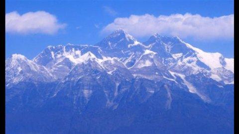 Nepal, il giallo dell'alpinista che usò l'elicottero per scalare l'Everest