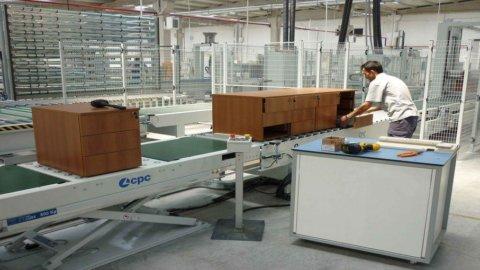 Indice Pmi manifattura, l'Italia torna in zona rossa
