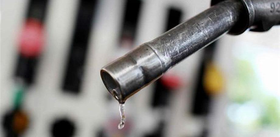 Il petrolio sale, Eni alza i prezzi raccomandati di benzina e diesel