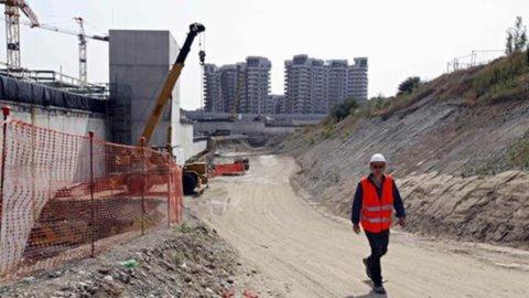Istat: in calo retribuzioni e occupazione nelle grandi imprese