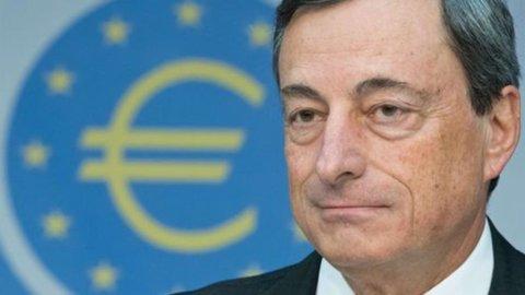 """Bce, Draghi: """"Il Pil dell'Eurozona risale, ma i tassi rimarranno bassi ancora a lungo"""""""