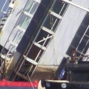 La Costa Concordia ruota ma servono 18 ore invece di 12