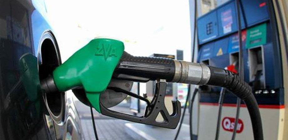 Benzina, ecco perchè in autostrada costa di più