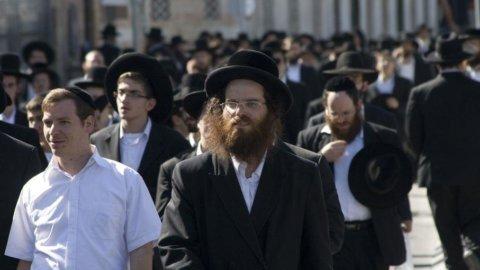 Israele, arriva lo smartphone kasher: niente internet e solo app consentite dai rabbini