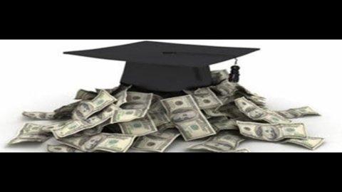 Fuga dei cervelli: all'estero i laureati italiani guadagnano 500 euro in più