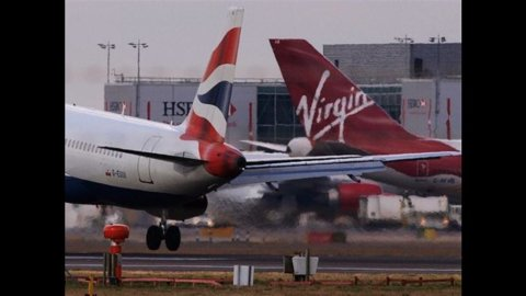 Iag (holding di British Airways, Iberia e Vueling): Ue sospenda aiuti statali all'Alitalia