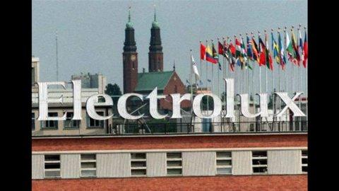 Piano Electrolux: stipendi dimezzati e una fabbrica chiusa, sindacati chiedono intervento Governo