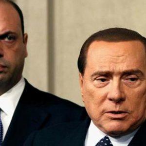 Pdl sull'orlo della scissione: Berlusconi avanti con Forza Italia, Alfano si rifiuta