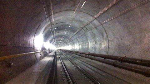 Gottardo, entra in funzione il tunnel più lungo del mondo (VIDEO)