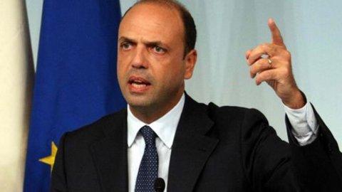 """Alfano sfida Berlusconi: """"Primarie Pdl per il candidato premier"""""""