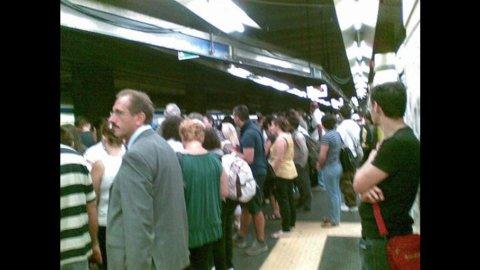 Trasporti pubblici: fermi bus e metro, anche i treni a rischio