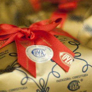 Cova, il primo Natale firmato Louis Vuitton. E in Cina esplode la moda del panettone