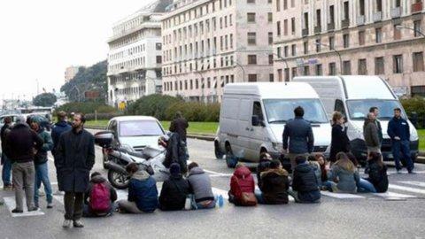 Forconi, terzo giorno di proteste. E arriva il sostegno dall'inedita coppia Grillo-Berlusconi