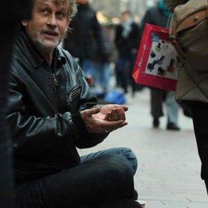 Istat: il 29,9% dei residenti in Italia è a rischio povertà