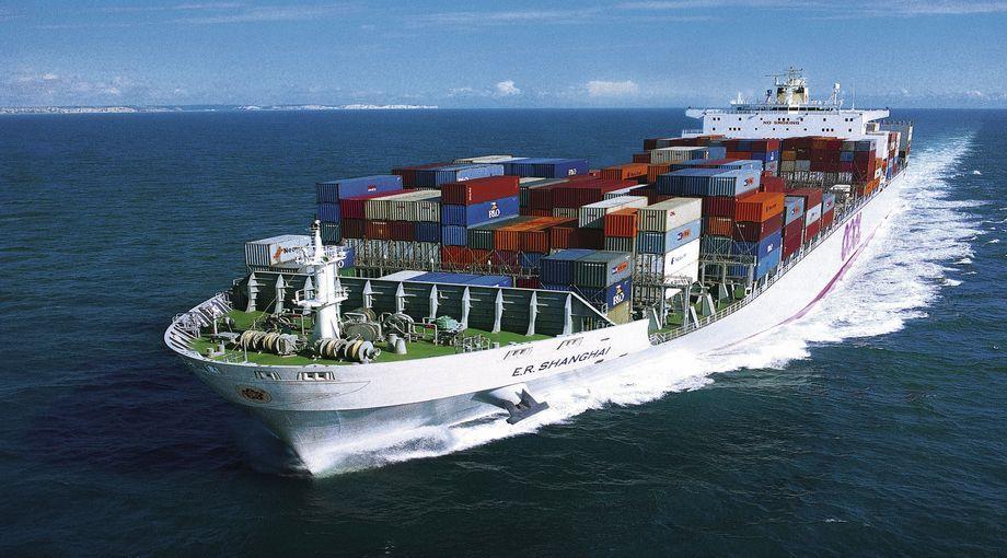 Nave cargo con container