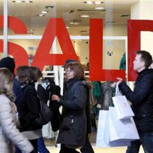 Commercio: con i saldi i consumatori spenderanno l'11,3% in meno rispetto allo scorso anno