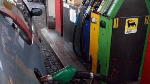 Carburanti: probabile weekend di ribassi