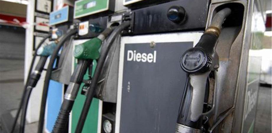 Istat: i carburanti riaccendono l'inflazione