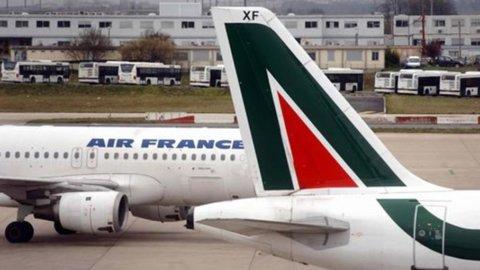Air France ritorna: vuole Alitalia per la sua nuova low cost