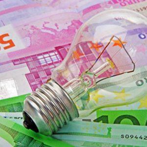 Bollette 2020: in forte calo il costo dell'elettricità, su il gas