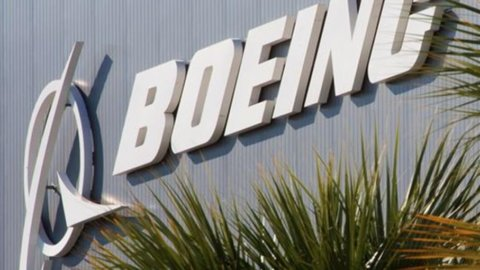 Boeing: Uk mette al bando il 737 Max, Ue pronta al blocco