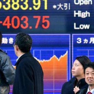 Nikkei chiude +2,5%, livello ante-Brexit