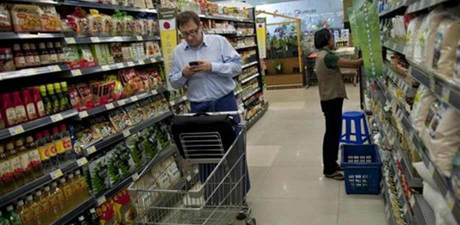Istat: vendite al dettaglio +2,6% su anno, top da 2011