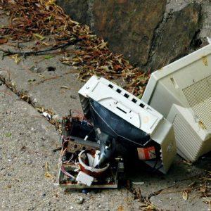 Il Senato dà l'ok al decreto per lo smaltimento dei rifiuti elettrici, ma pone condizioni