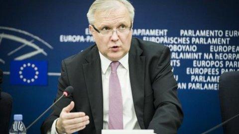 """L'Ue promuove Renzi con riserva, Rehn: """"Bene taglio cuneo, ma Italia rispetti impegni sui conti"""""""