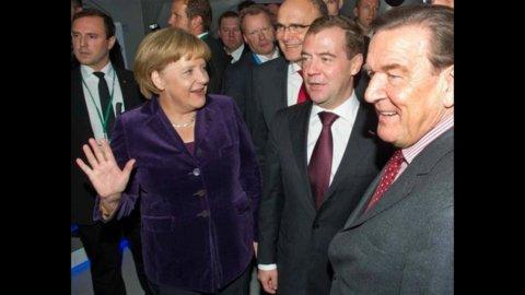 Merkel-Grecia 1 a 1: la Cancelliera riconosce i passi avanti di Atene, i greci incassano il sostegno
