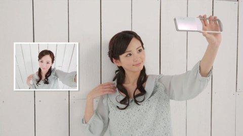 Casio rilancia le vendite grazie ai selfie