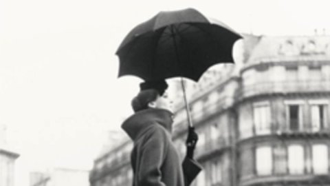 Sotheby's, Photographs sales to London