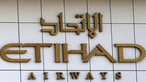 Etihad rafforza Air Berlin con 300 milioni, Alitalia aspetta