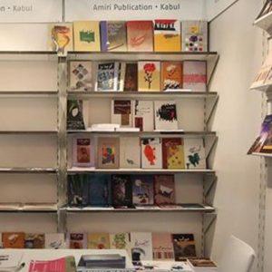 """In libreria fiorisce la passione per il """"libro sospeso"""", cioè già pagato e regalato"""