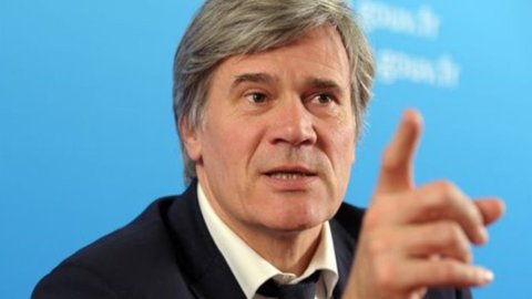 Francia, Corte dei Conti: buco da 14 miliardi nel bilancio 2013