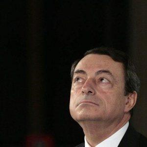 Prime incrinature del mito di Draghi sotto il tiro della stampa: pressing per il Qe o Quirinale?