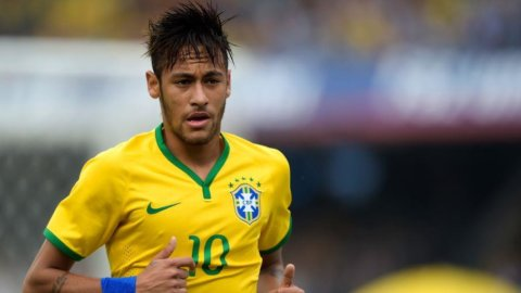 Mondiali, Brasile in semifinale ma piange per Neymar: Coppa finita per lui. Oggi Argentina e Olanda