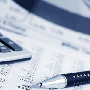 Un'estate al Fisco: l'ingorgo fiscale dell'estate italiana conta più di 400 adempimenti in un mese