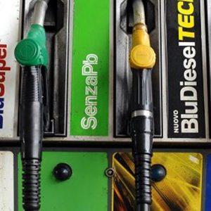Benzina e diesel, aumenta il prezzo dei carburanti