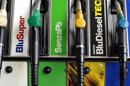 Benzinai minacciano lo stop: a rischio il trasporto merci